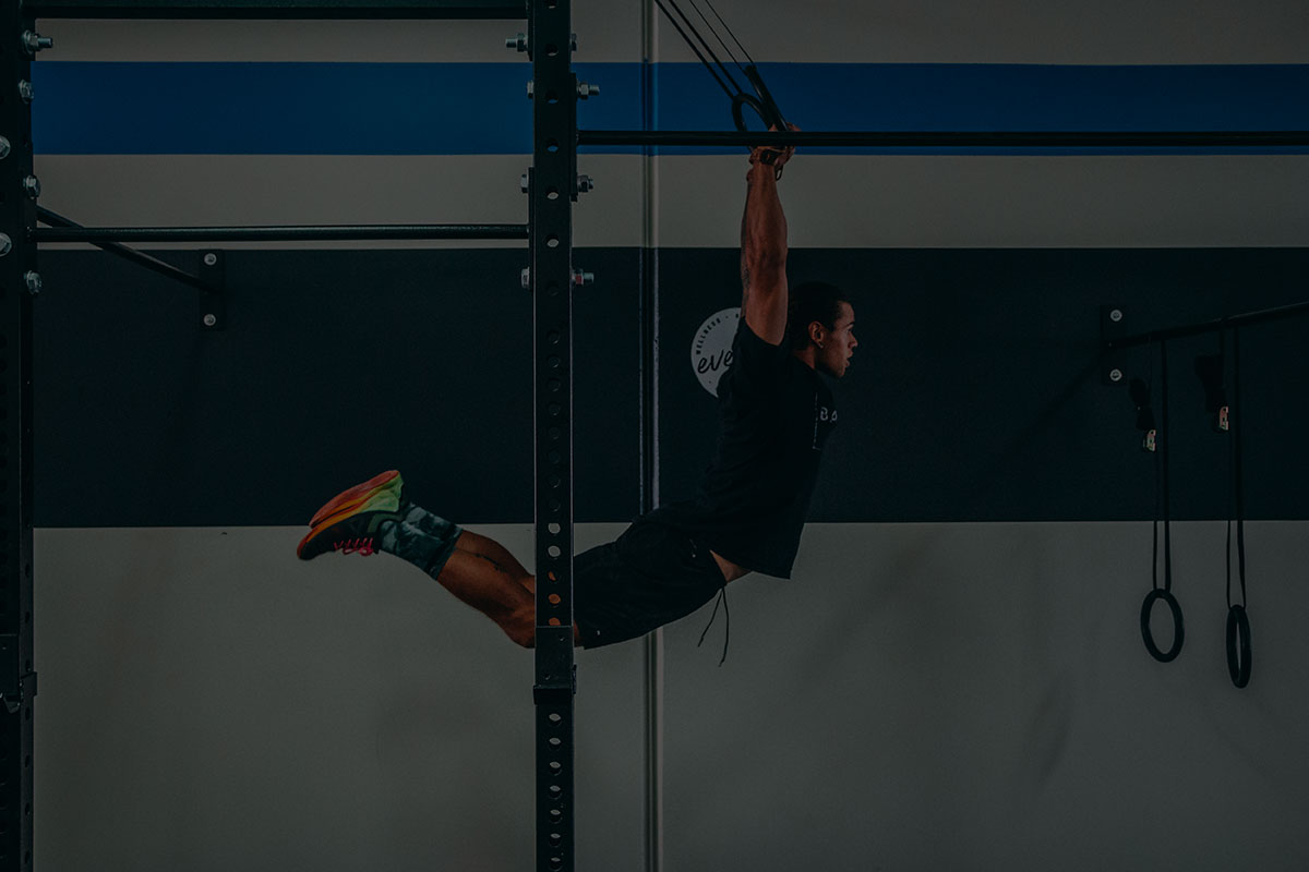 crossfit class muscle up